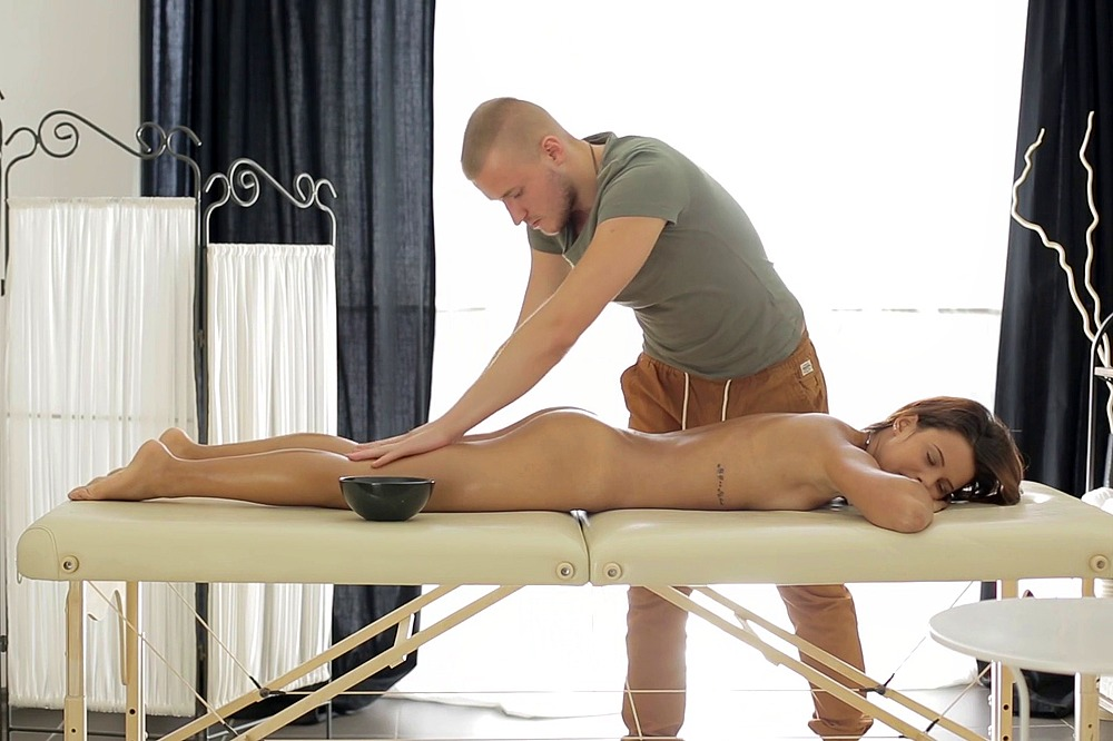 Showing porn massage table with kik photo 1