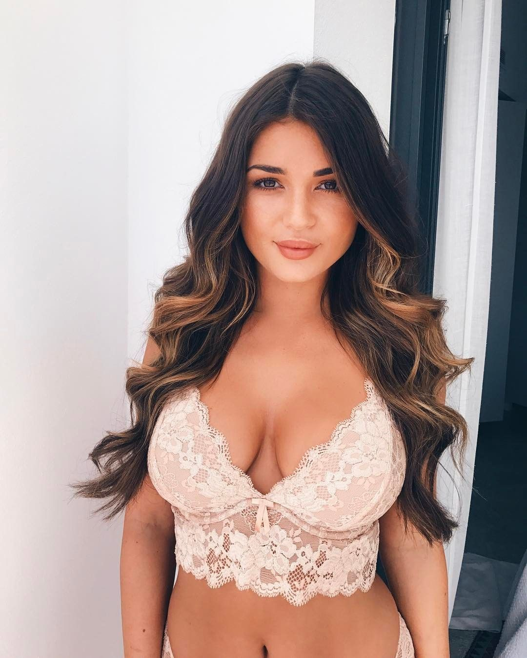 Showing busty brunette in new photo 2